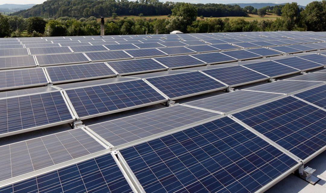 Economia direta é o principal objetivo da energia por placas solares fotovoltaicas